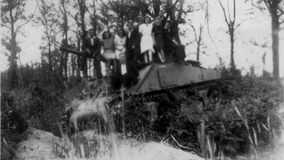 Tank-bij-Holleweg-St-Jansberg-1945